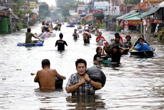 Стихии в мире: наводнения в Таиланде и оползни в Индонезии