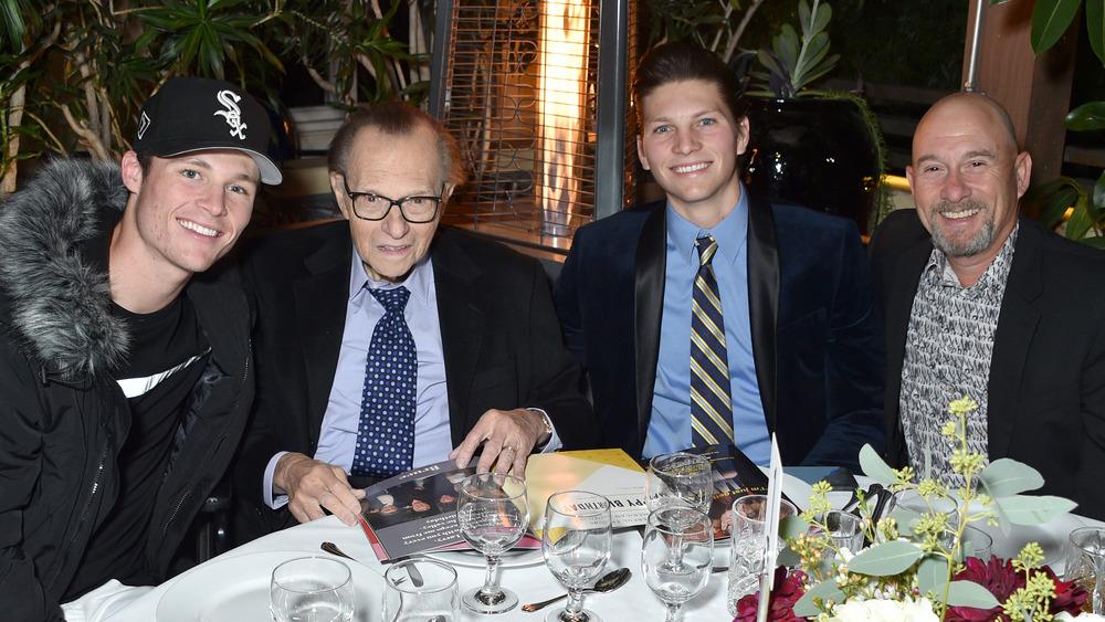 Ларри Кинг с сыновьями