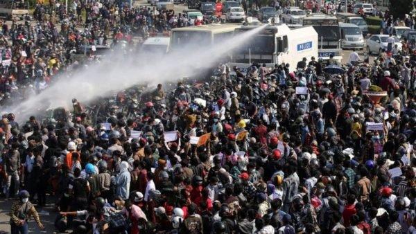 разгон демонстрантов