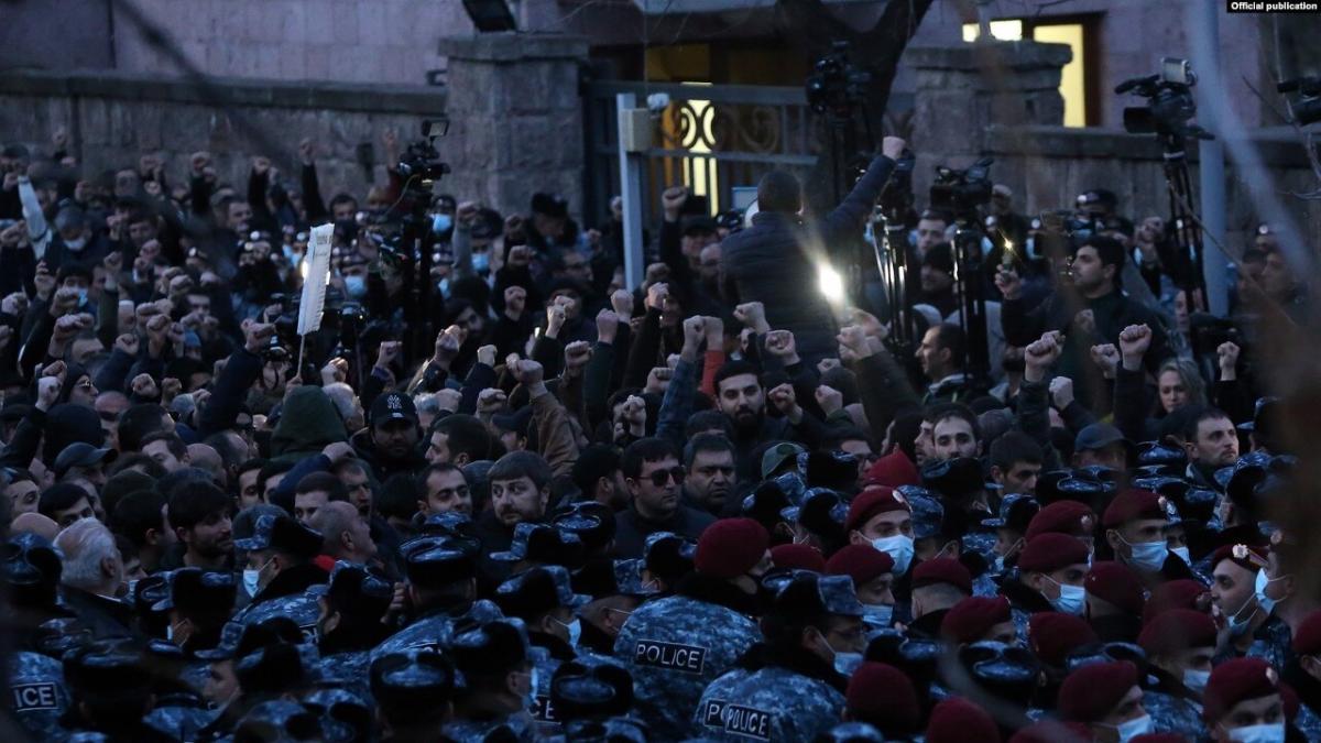 Блокирование парламента Армении