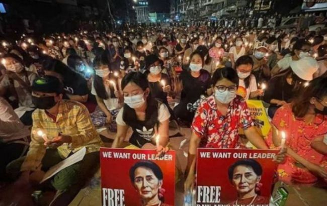 В Мьянме во время разгона демонстраций убиты почти сорок человек