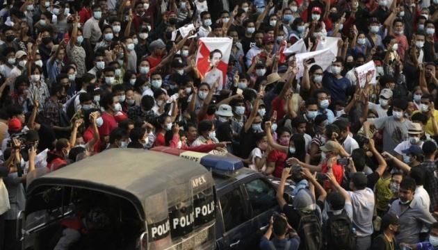 Мьянма, США, ЮАР, Франция: мир «лихорадит» от акций протеста