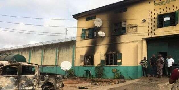 Штурм тюрьмы в Нигерии: сбежали более 1800 заключённых